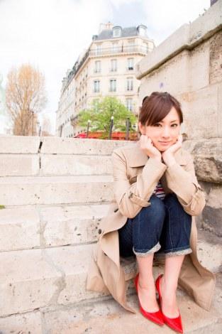 Keiko Kitagawa sitting on steps in Paris