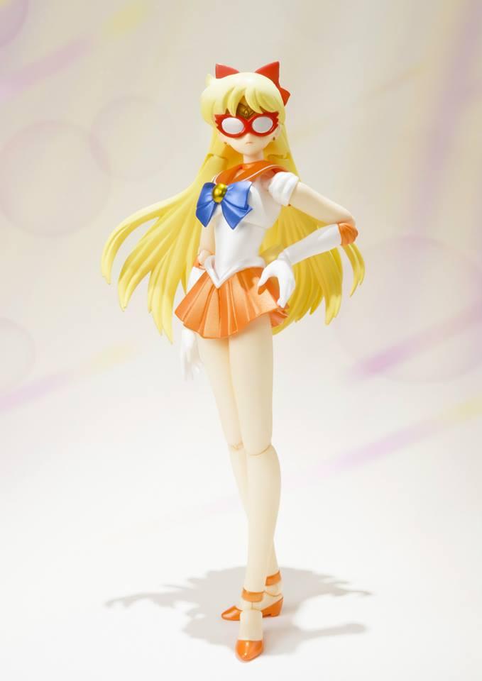 Sailor Venus S. H. Figuarts figure with Sailor V's Mask