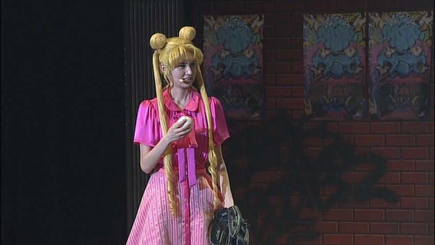 Sailor Moon La Reconquista Musical DVD - Usagi playing baseball