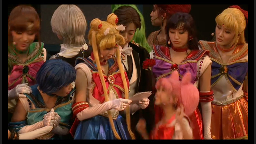 Sailor Moon Petite Étrangère musical - Sailor Moon reads a letter from her future self
