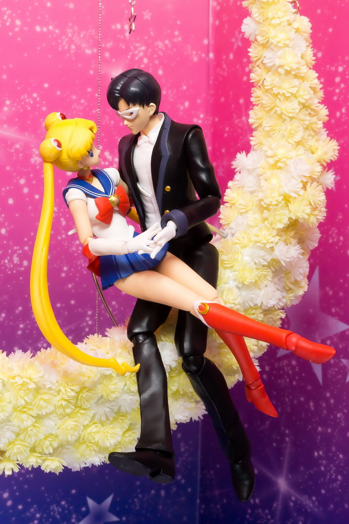 Original anime colour Sailor Moon and Tuxedo Mask S. H. Figuarts figures