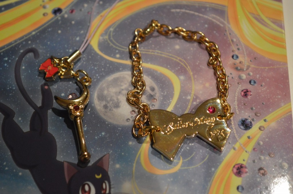 Sailor Moon Crystal Deluxe Limited Edition Blu-Ray vol. 1 - Moon Stick charm and bracelet
