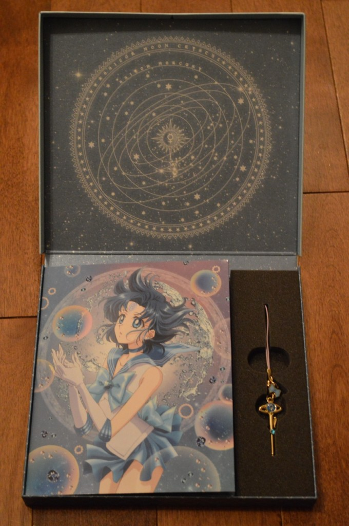 Sailor Moon Crystal Deluxe Limited Edition Blu-Ray vol. 2 - Inside