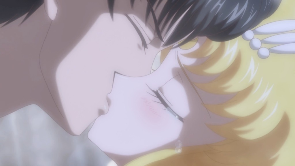 Sailor Moon Crystal Act 12 - Sailor Moon kissing a dying Tuxedo Mask