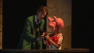 Pretty Guardian Sailor Moon Petite Étrangère DVD - Mamoru shows puppet Tuxedo Mask to Chibiusa
