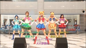 Pretty Guardian Sailor Moon Petite Étrangère DVD - Special Features - Performance in a mall