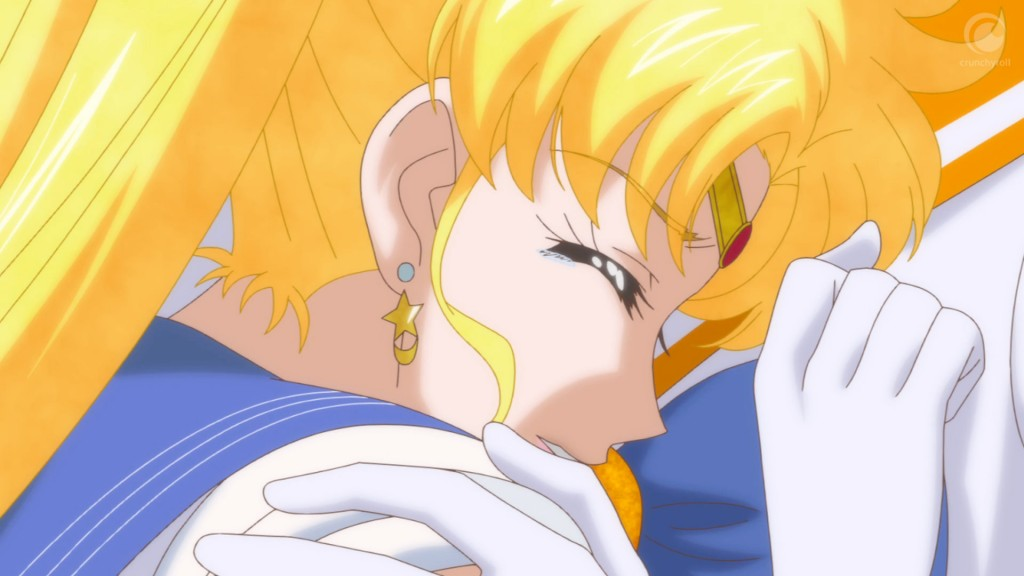 Sailor Moon Crystal Act 18 - Sailor Moon crying in Sailor Venus's arms