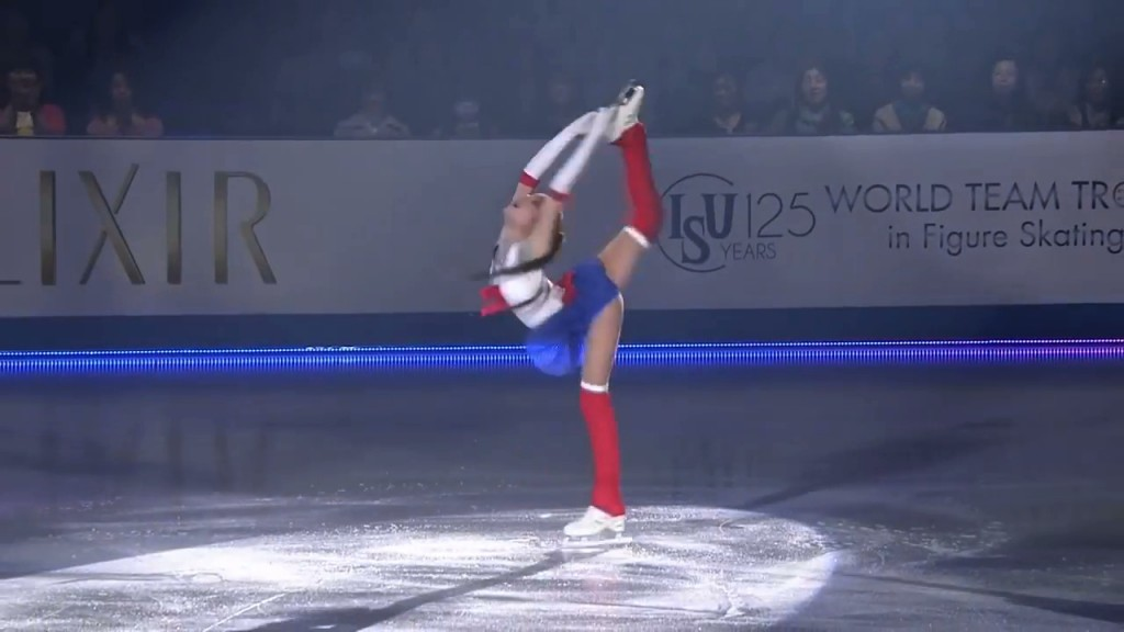 Evgenia Medvedeva's Sailor Moon Figure Skating Routine - Sailor Moon spins