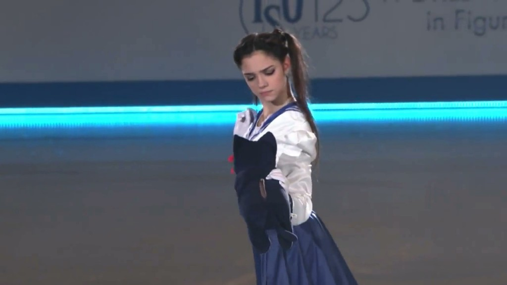 Evgenia Medvedeva's Sailor Moon Figure Skating Routine - Usagi meets Luna