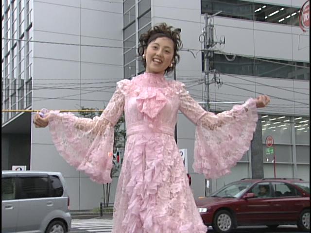 Live Action Pretty Guardian Sailor Moon Act 4 - Usagi transforms in public