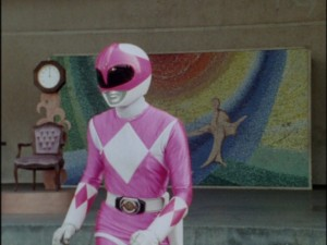 Kyoryu Sentai Zyuranger episode 5 - Pink Ranger in front of mural