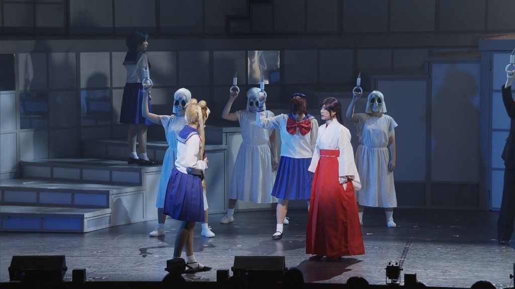 Nogizaka46 x Sailor Moon musical Blu-Ray - Team Star - Usagi and Rei on the bus