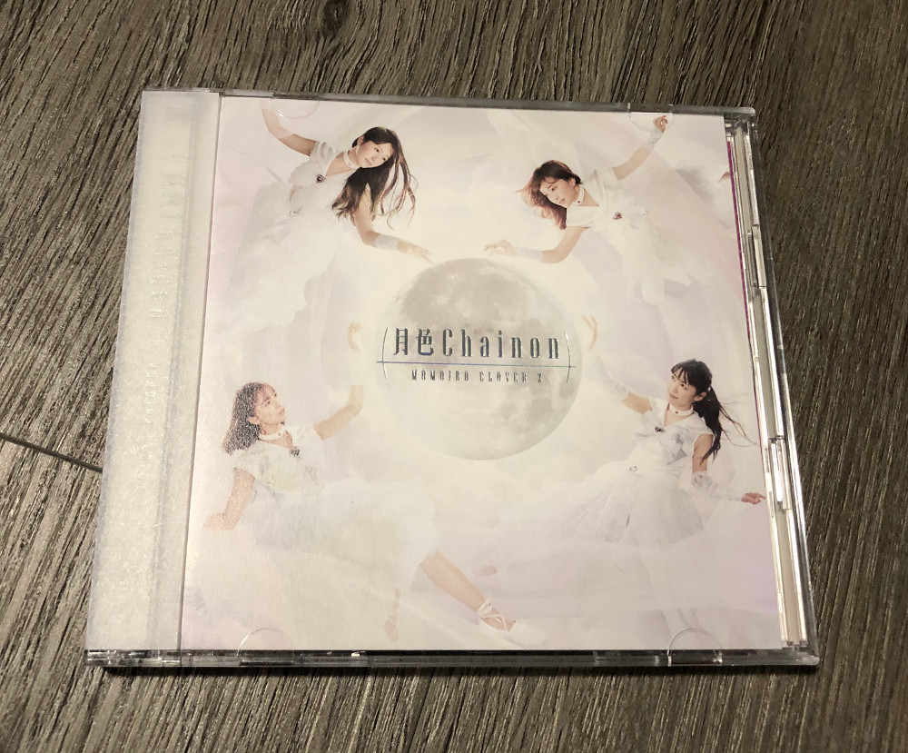Moon Color Chainon CD and Blu-ray - Momoiro Clover Z Edition - Cover
