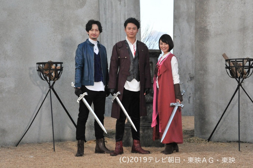 Master Blue, Master Red and Master Pink in Kishiryu Sentai Ryusoulger episode 1